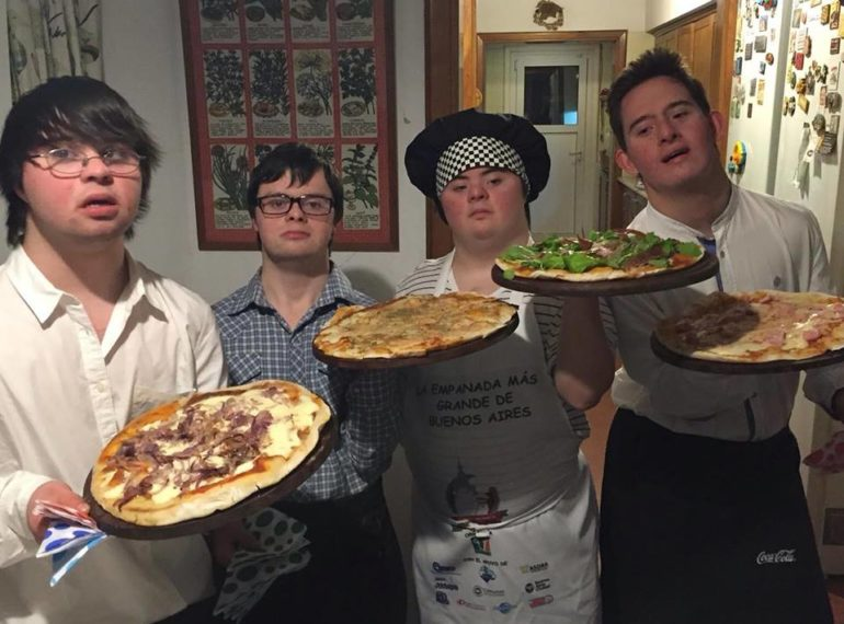 amigos-sindrome-down-abrem-pizzaria